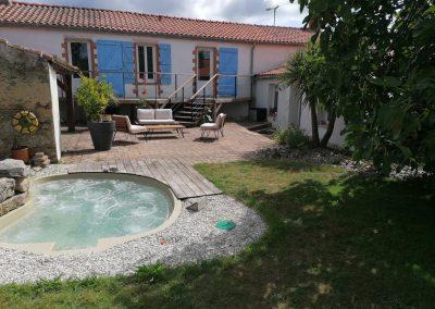 Terrasse et jacuzzi à Commequiers en Vendée